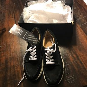 Size 8.5 wide naturalizer brand new shoes black